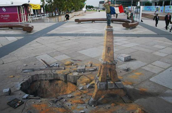 Eiffel Tower 3D Graffiti Art by Julian Beever